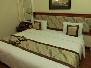 hotel_bed